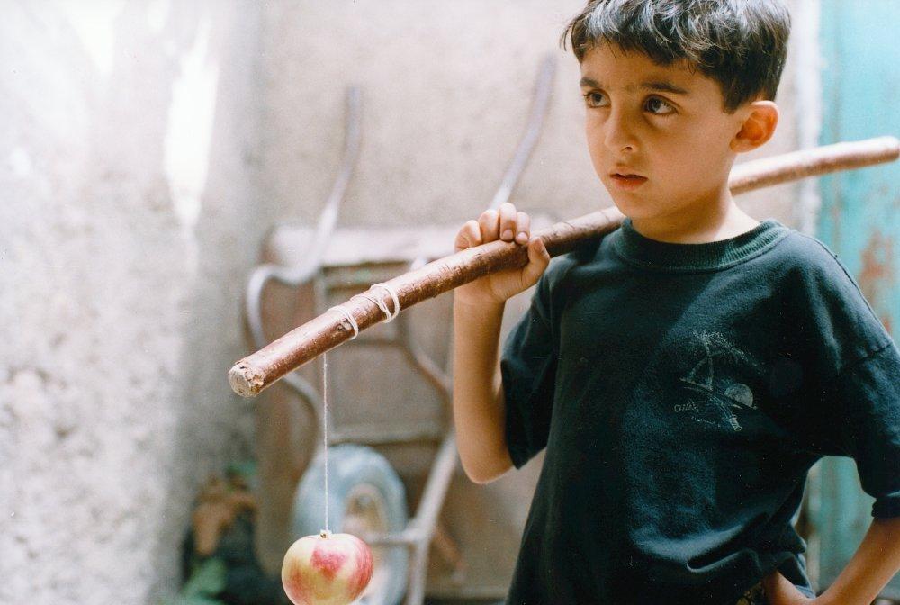«Яблоко» (1998) Самира Махмальбаф