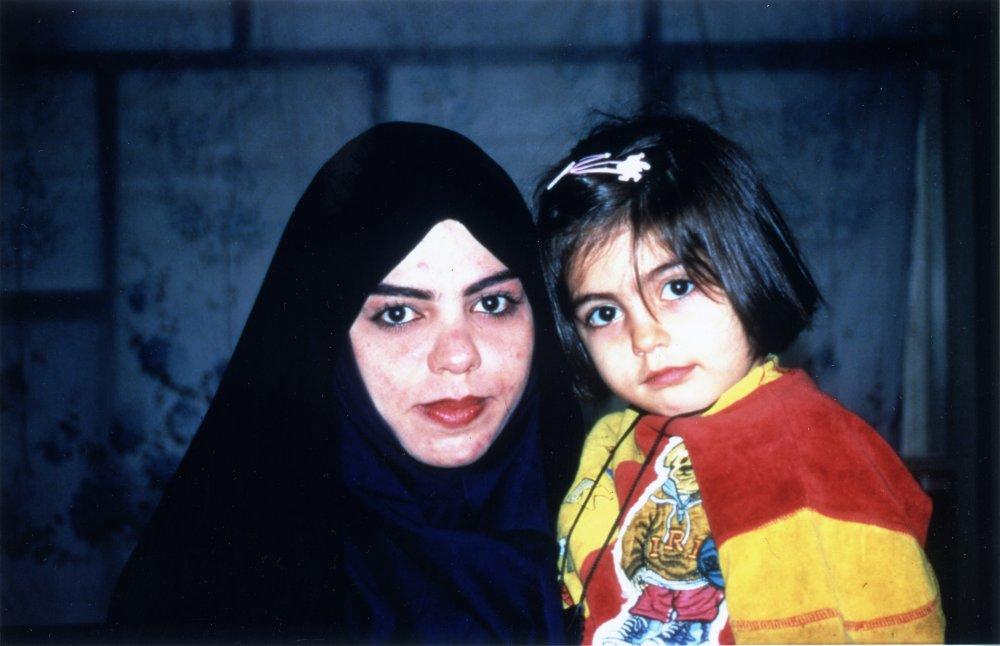 divorce-iranian-style-1996-001-00o-049