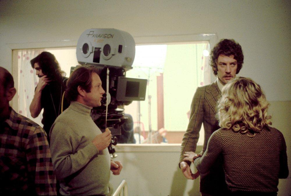 dont-look-now-1973-004-on-set-nicolas-roeg-donald-sutherland-julie-christie-00n-764