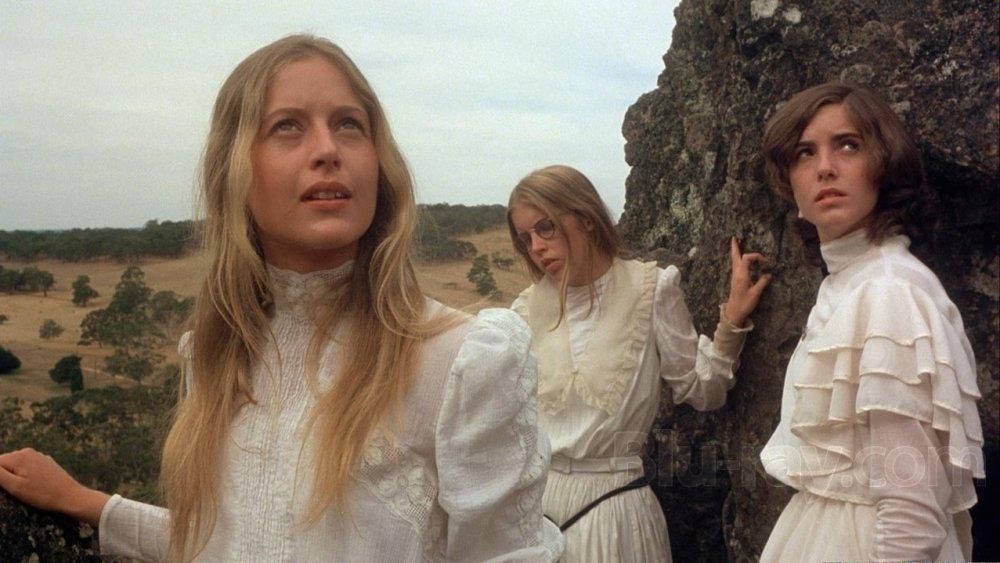 picnic-at-hanging-rock-1975-003-girls-peering-rock