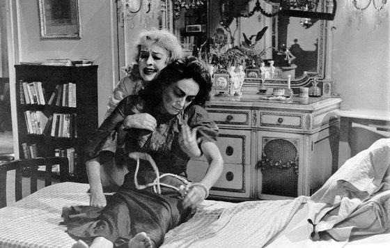 «Что случилось с Бэби Джейн?» (1962) реж. Роберт Олдрич