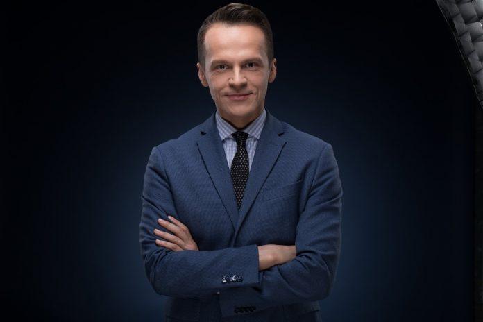 Телеведущий Алексей Ананов