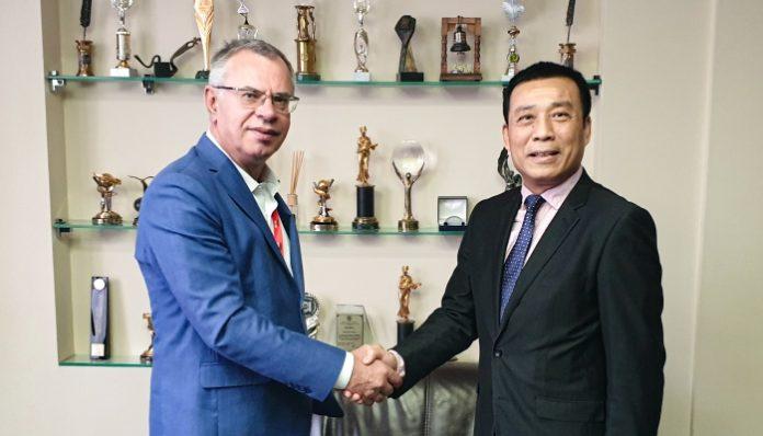 Вице-президент Star Media Юрий Артеменко и Вице-президент China Film Джианг Пинг