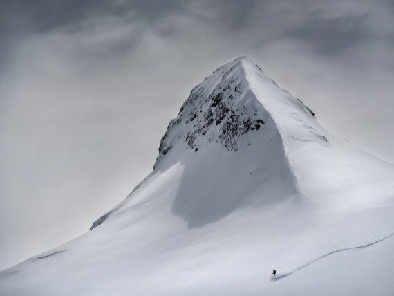 Решающий шаг, Колин Рональд, Австрия. Лыжник несется вниз по склону горы в Словении. Победитель в категории «пейзаж»